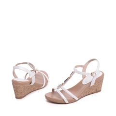 达芙妮夏季新款女鞋 复古坡跟水钻搭扣凉鞋1016303195